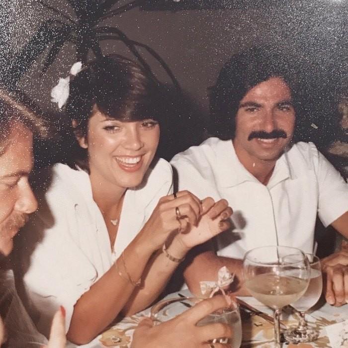 Ким Кардашьян поделилась архивной фотографией своих молодых родителей