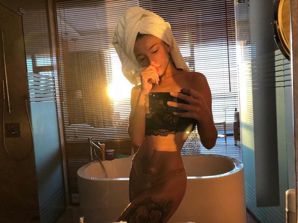 Ведущая Настя Ивлеева огорошила поклонников откровенным фото без одежды