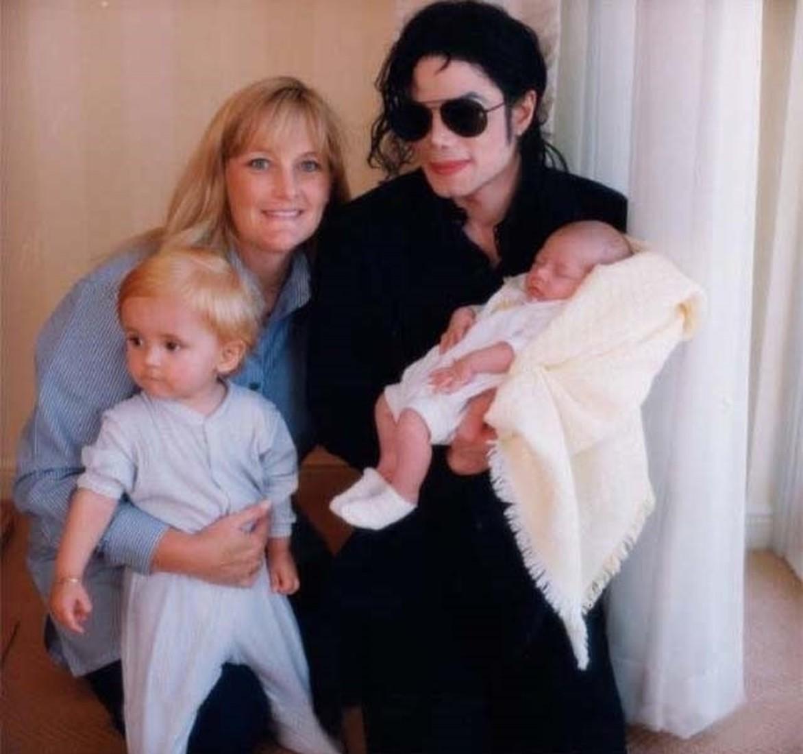 Вторая супруга Майкла Джексона, родившая ему двоих детей, заявила, что у них никогда не было интимной близости