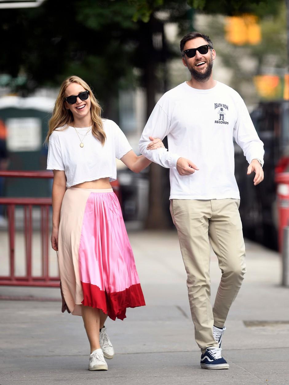 Влюбленные Дженнифер Лоуренс и Кук Маруни гуляют по Нью-Йорку