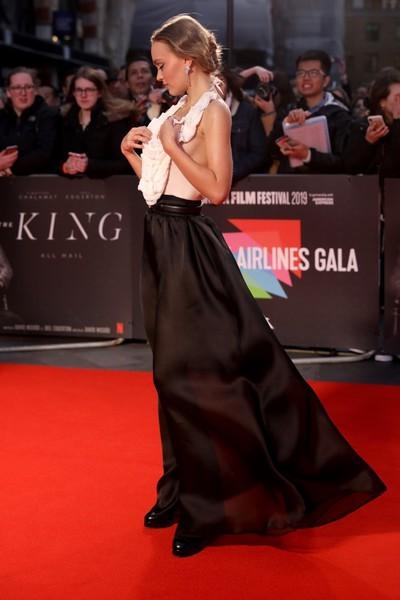 Лилли Роуз-Депп вышла в платье неподходящего ей фасона