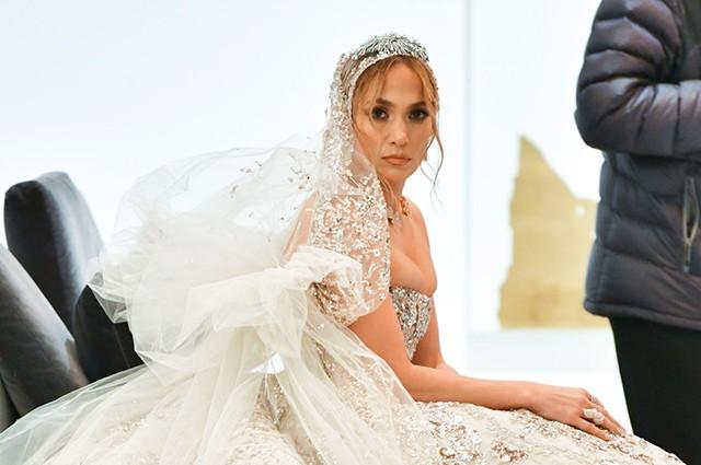 Дженнифер Лопес показала свадебное платье