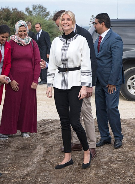 Иванка Трамп прогулялась по оливковой плантации Марокко в туфлях из переработанных бутылок