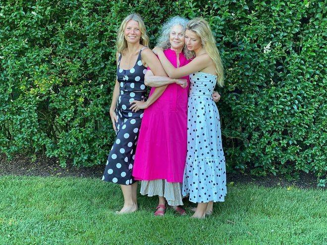 Гвинет Пэлтроу показала, как выглядят ее мама и дочь